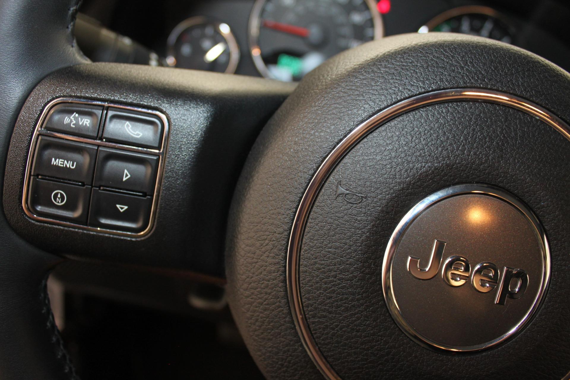 Used-2013-Jeep-Wrangler-Rubicon-Lincoln