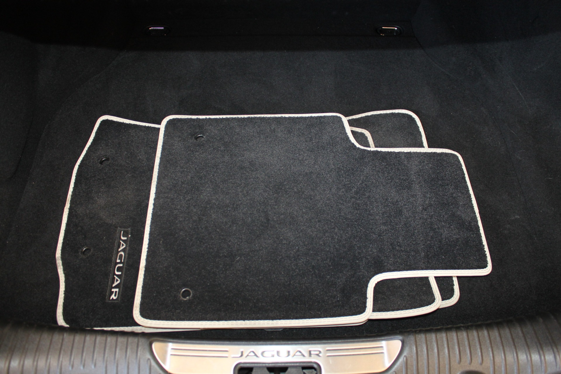 Used-2016-Jaguar-XJ-XJL-Portfolio-Wagoneer