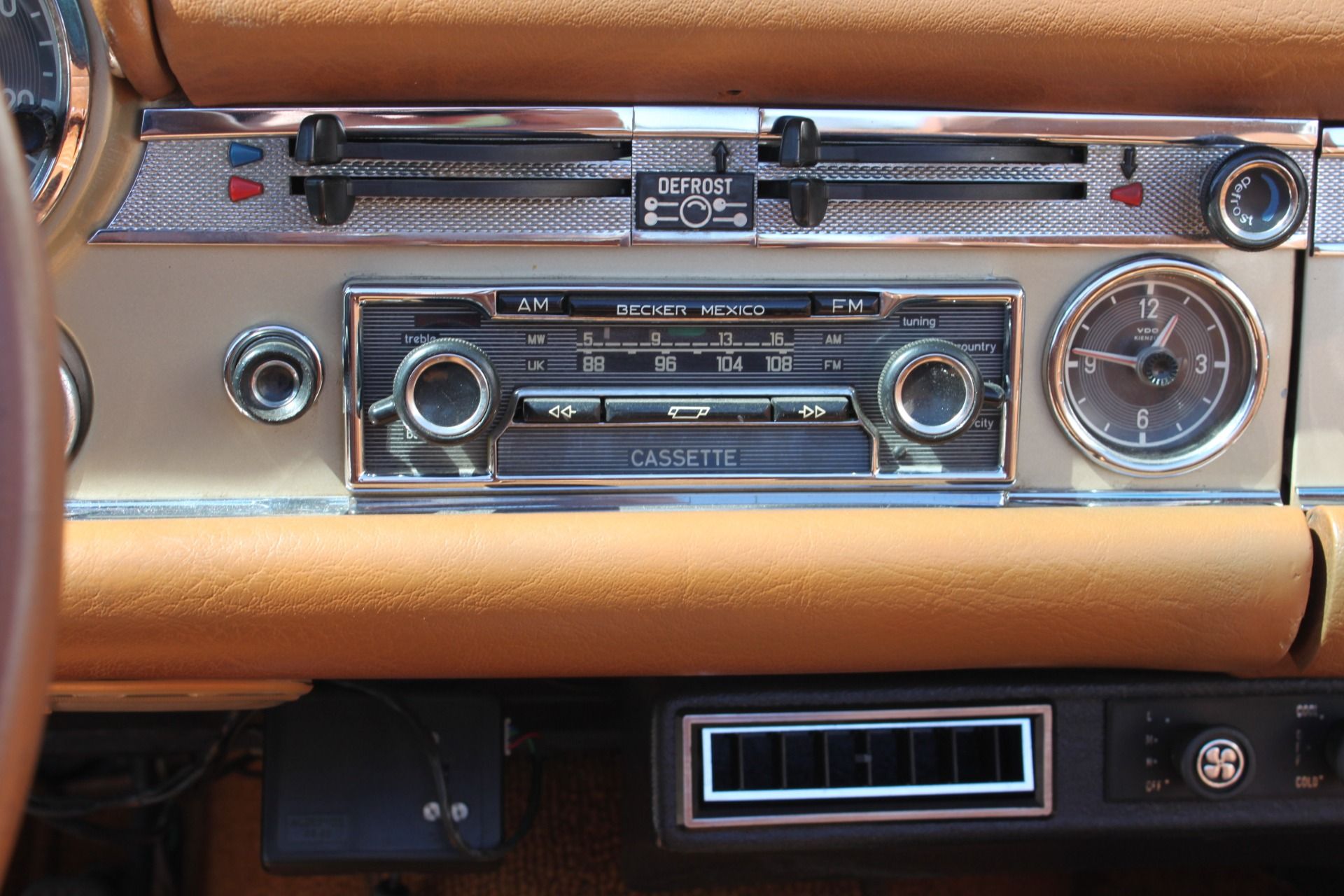 Used-1971-Mercedes-Benz-280SL-Convertible-Lincoln