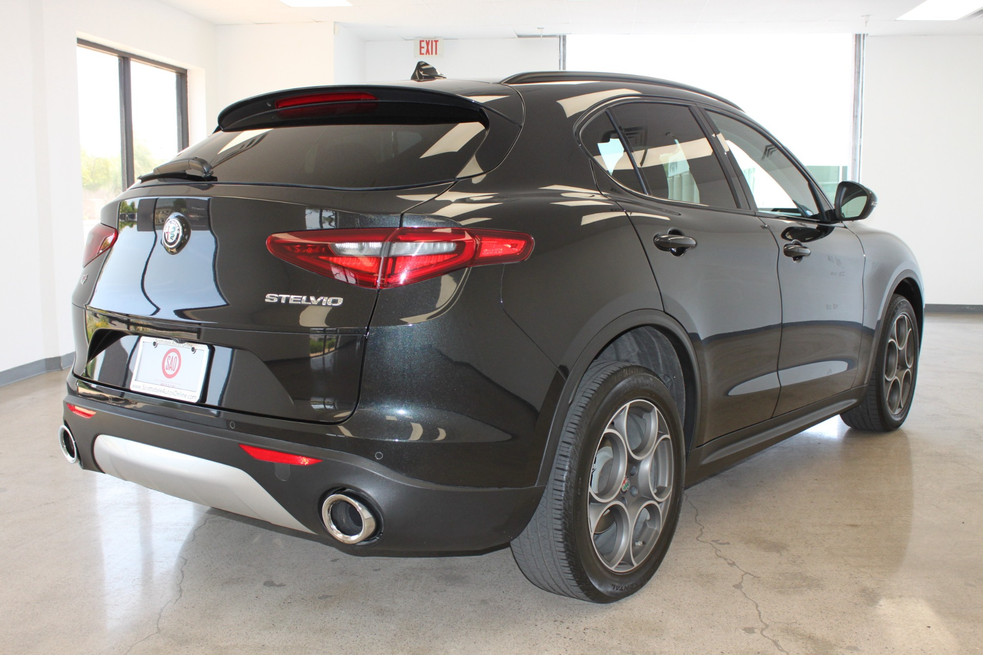 Used-2018-Alfa-Romeo-Stelvio-Sport-AWD-Classic