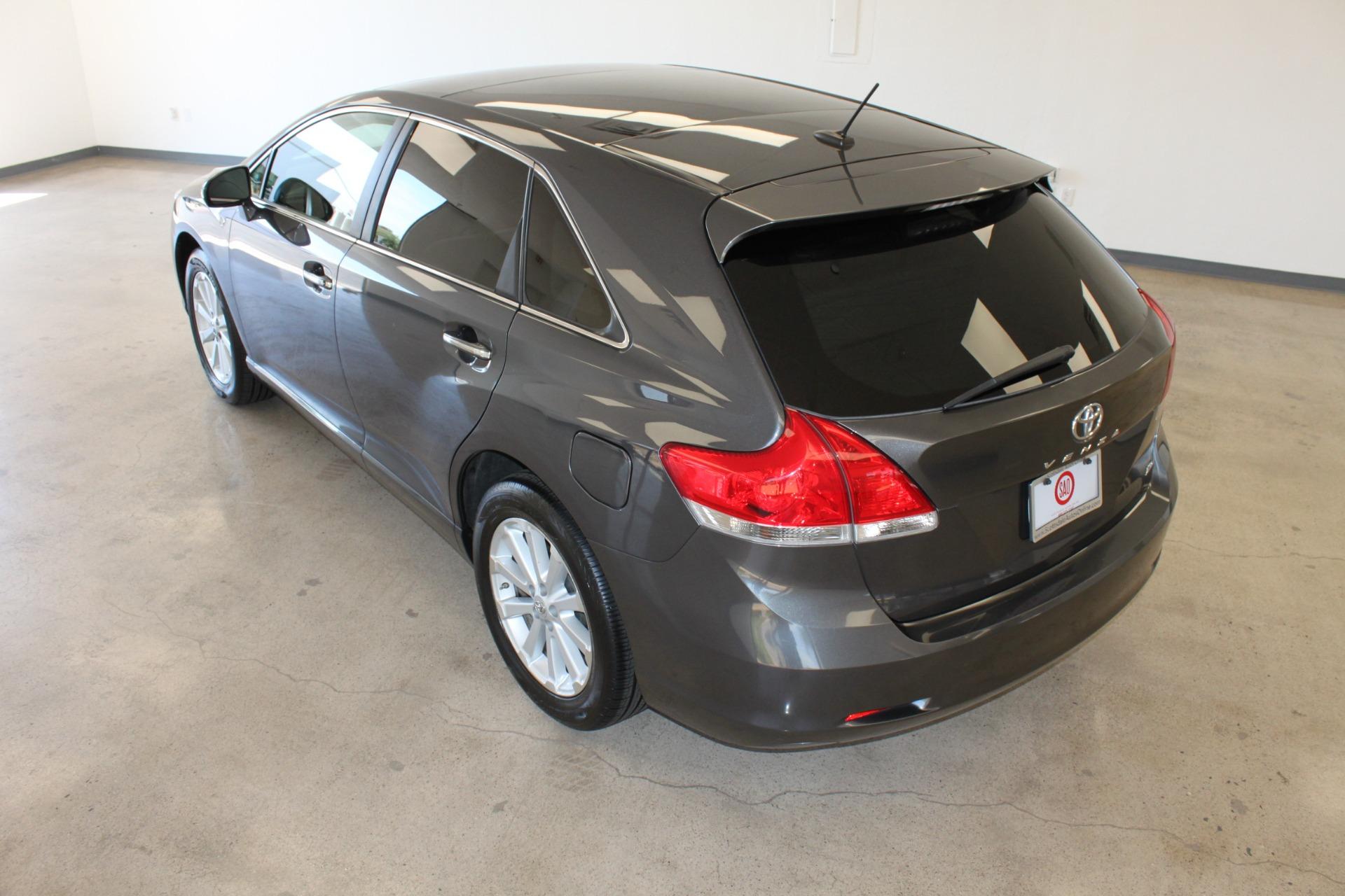 Used-2009-Toyota-Venza-SE-AWD-LS400