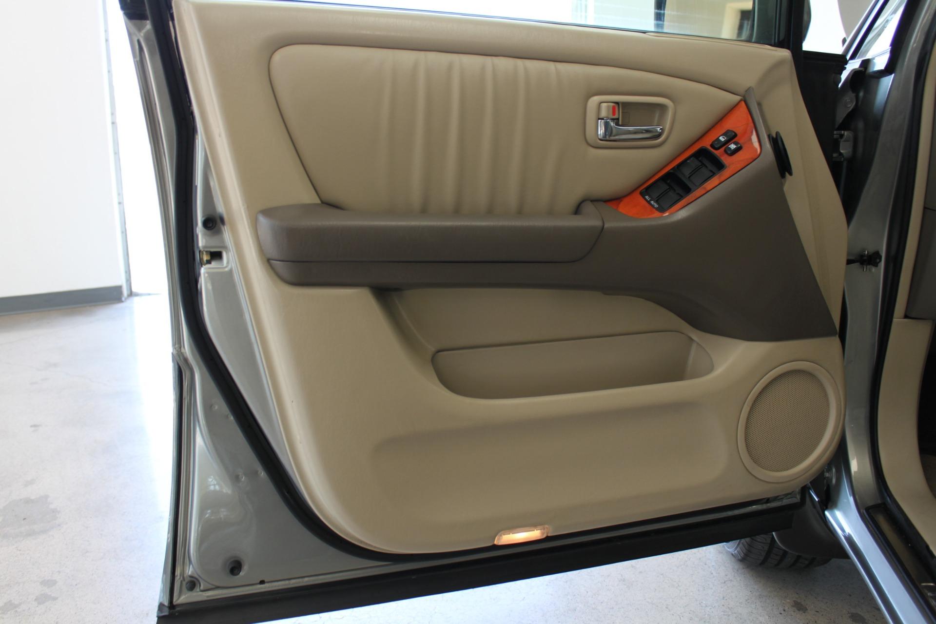 Used-2002-Lexus-RX-300-XJ