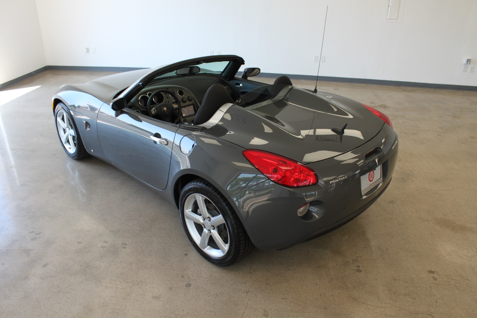 Used-2009-Pontiac-Solstice-Convertible-Ford