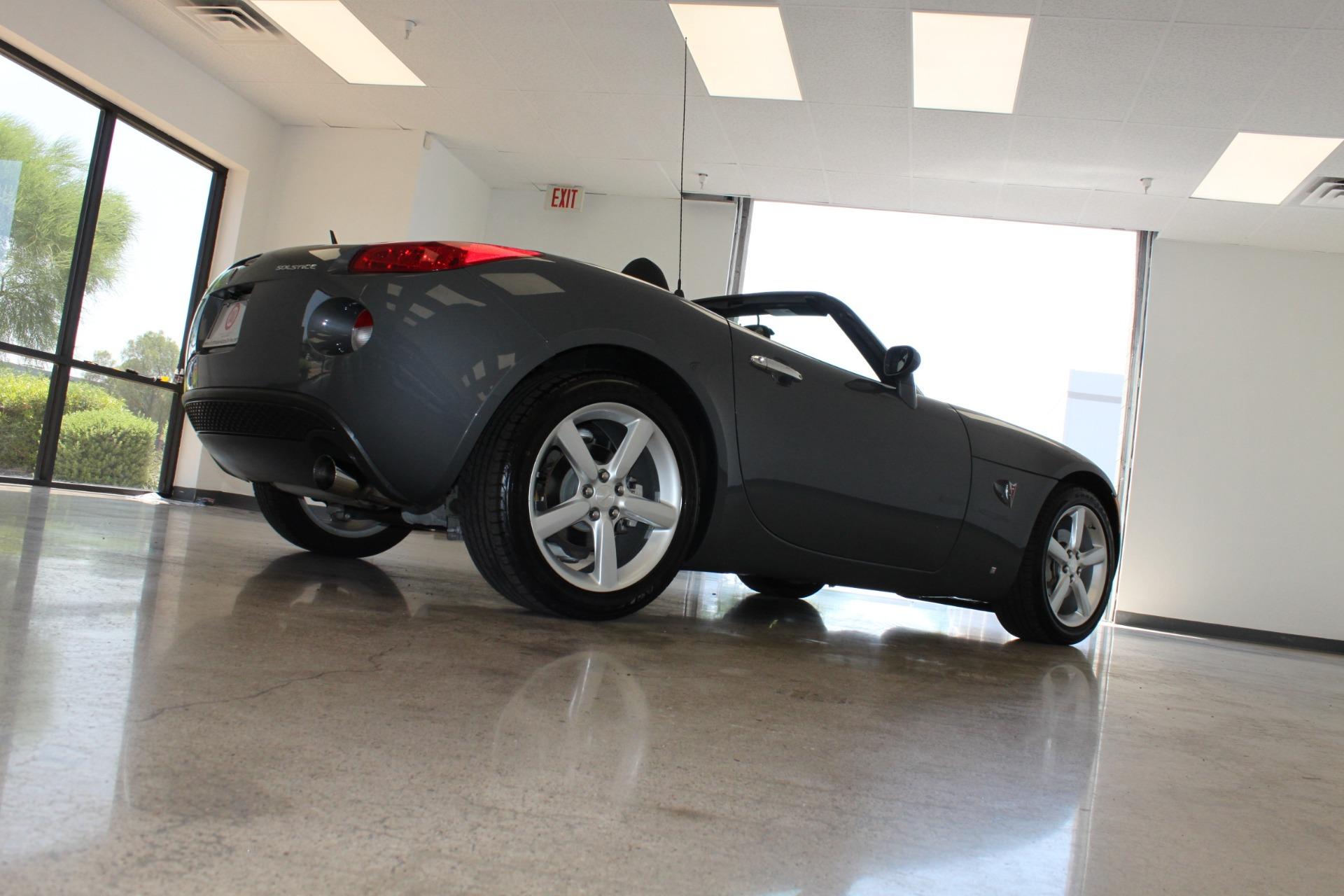 Used-2009-Pontiac-Solstice-Convertible-XJ