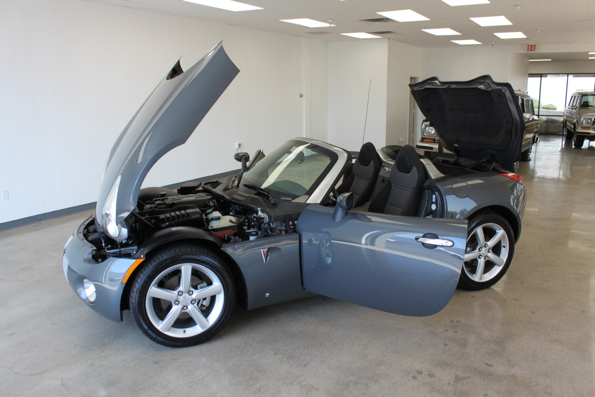 Used-2009-Pontiac-Solstice-Convertible-Tesla