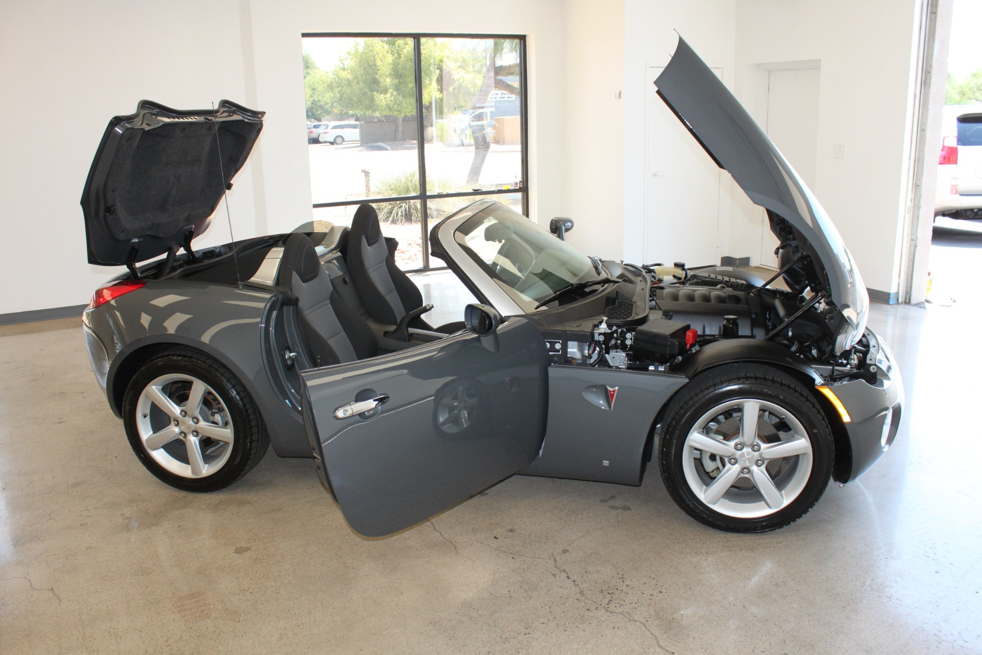 Used-2009-Pontiac-Solstice-Convertible-Land-Rover