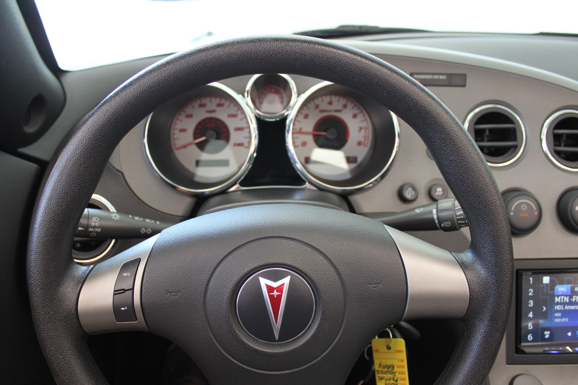 Used-2009-Pontiac-Solstice-Convertible-Collector