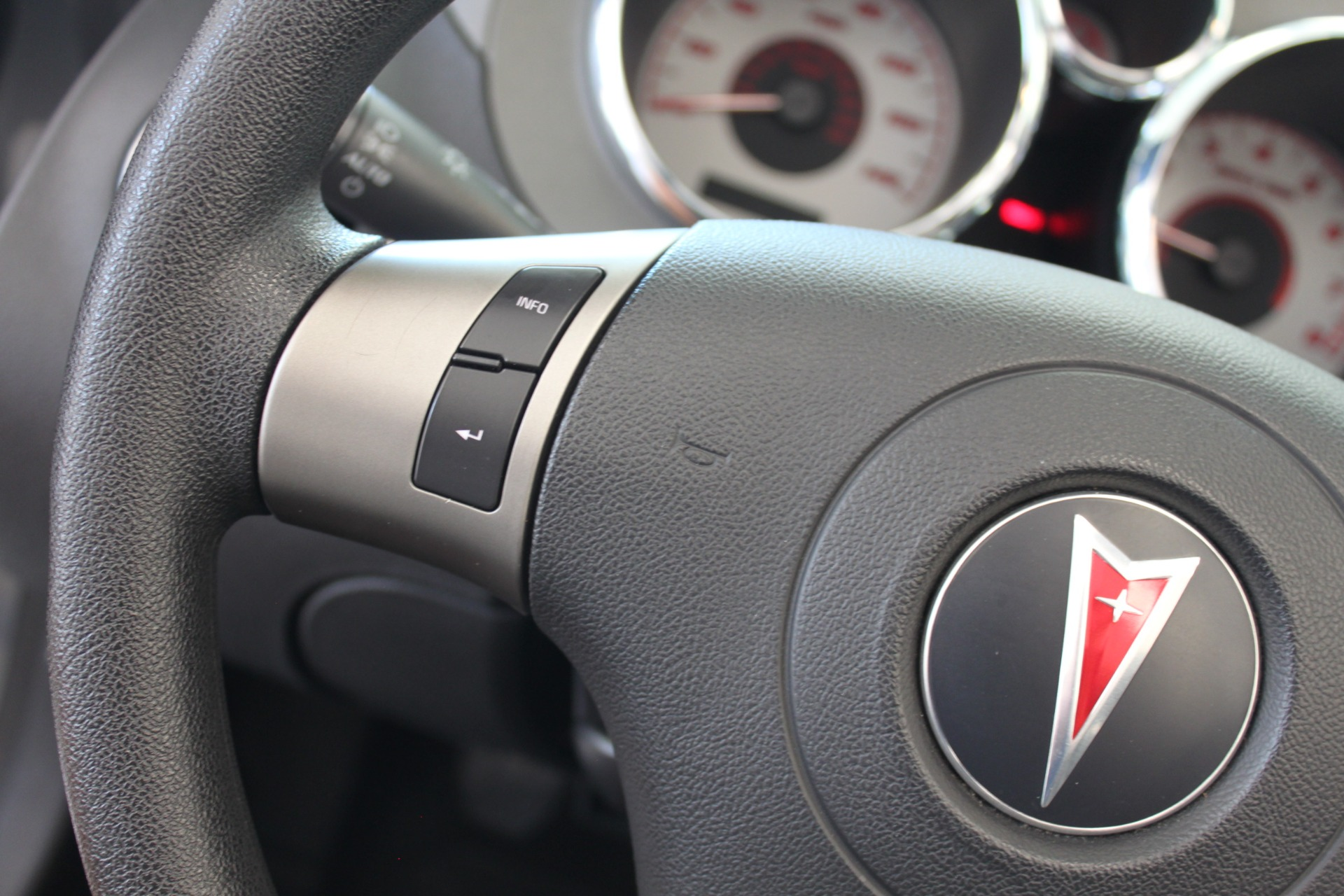 Used-2009-Pontiac-Solstice-Convertible-BMW