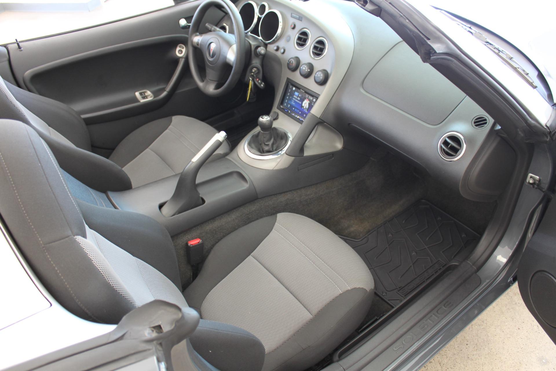 Used-2009-Pontiac-Solstice-Convertible-vintage