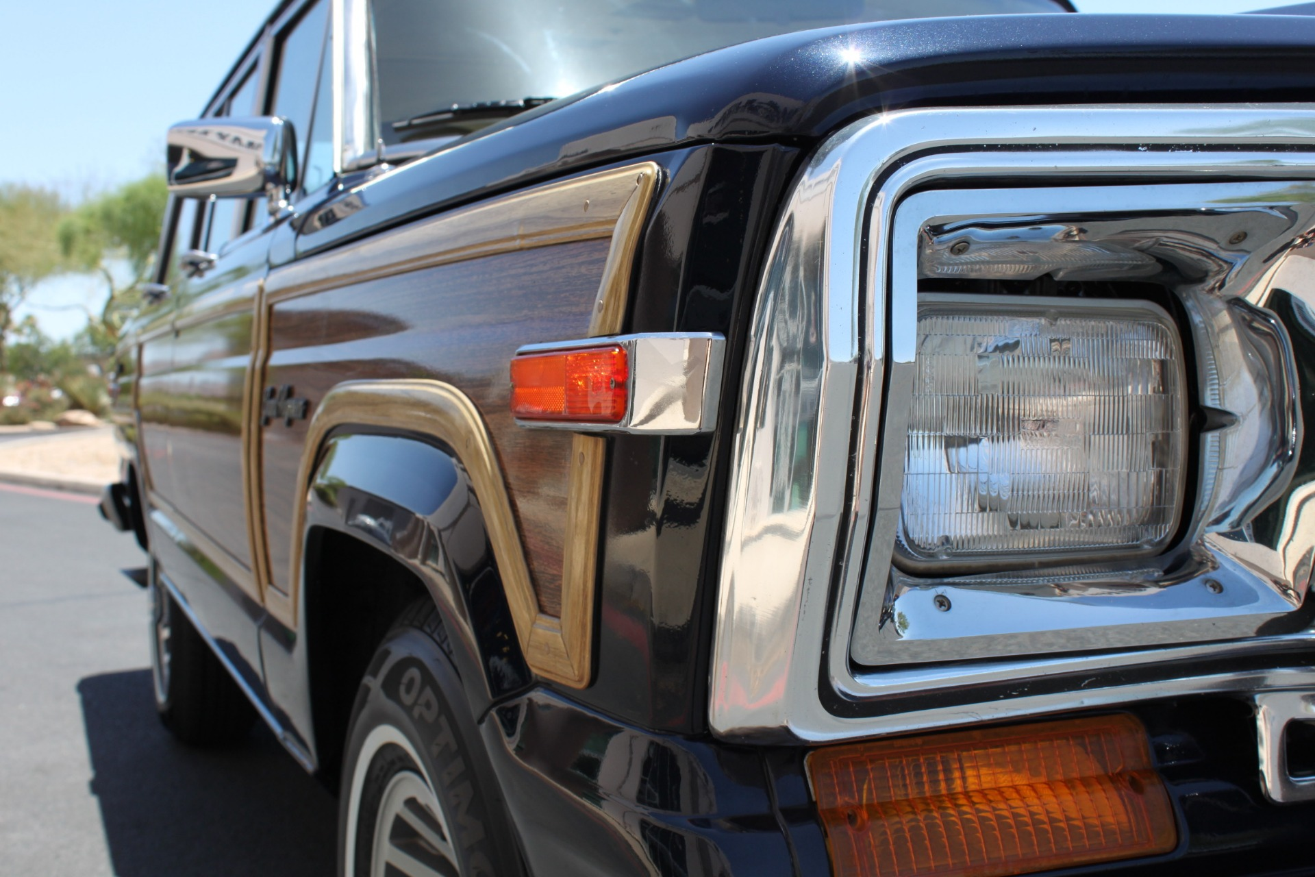 Used-1990-Jeep-Grand-Wagoneer-4X4-Lexus
