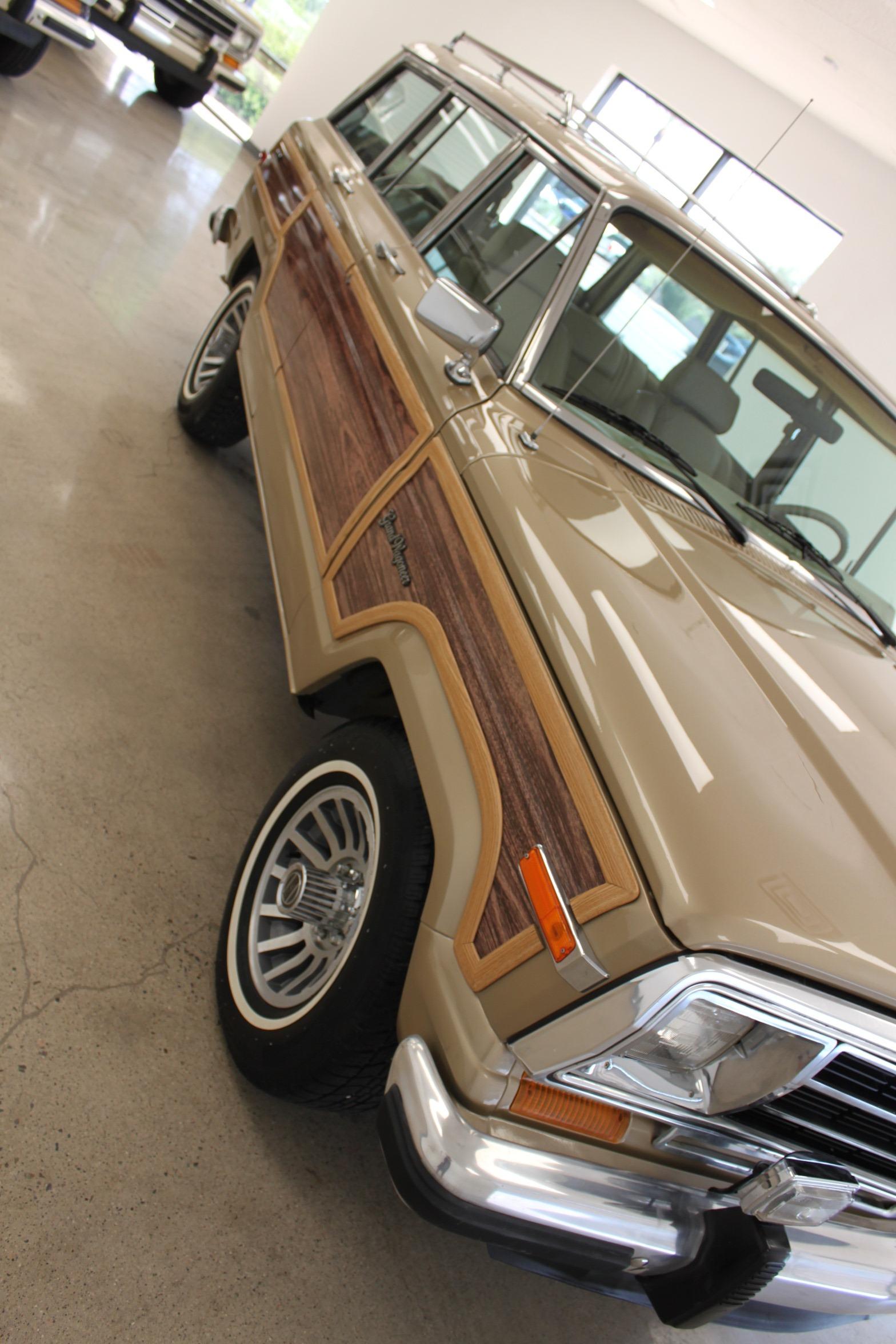 Used-1990-Jeep-Grand-Wagoneer-4X4