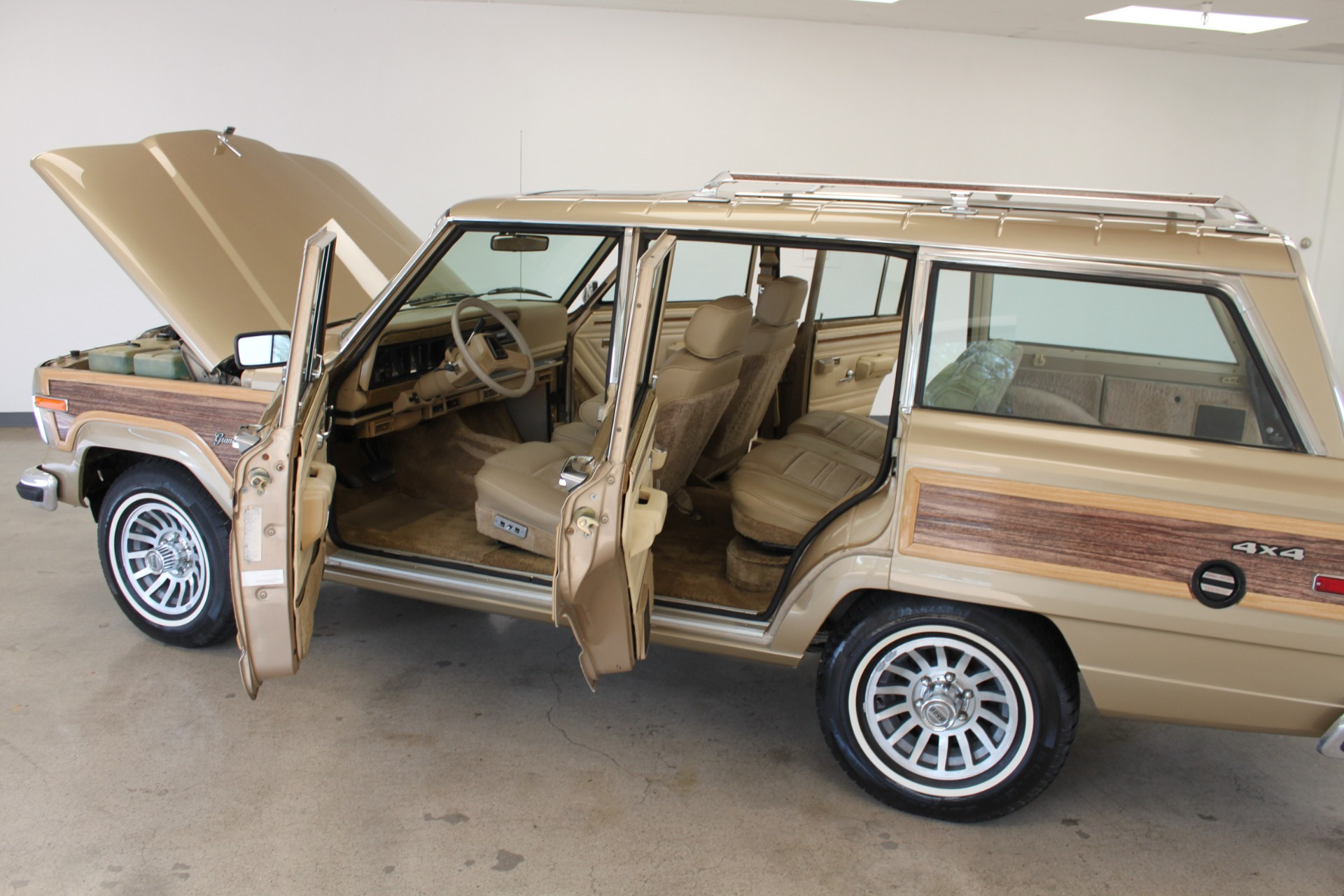 Used-1990-Jeep-Grand-Wagoneer-Mini