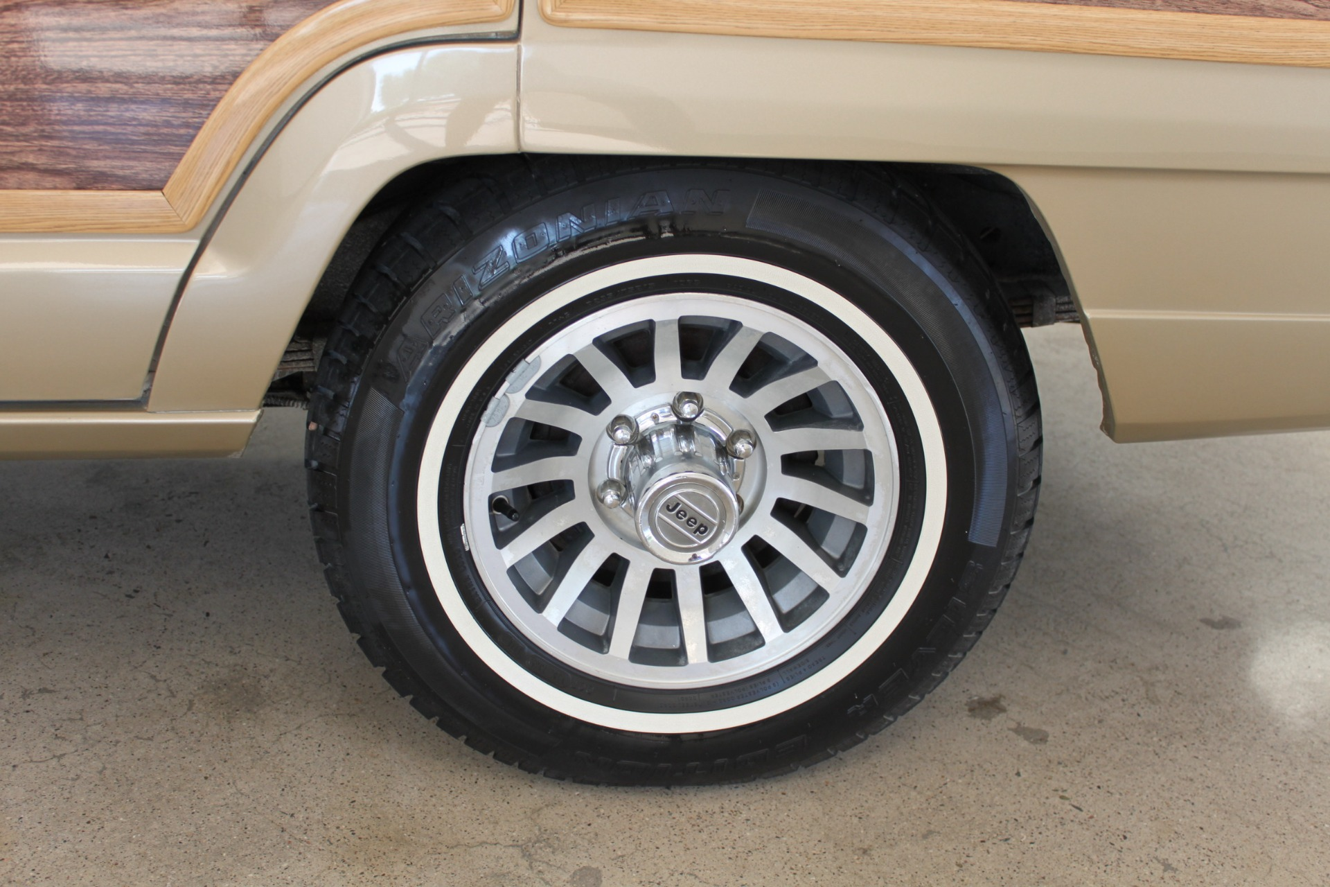 Used-1990-Jeep-Grand-Wagoneer-Grand-Cherokee