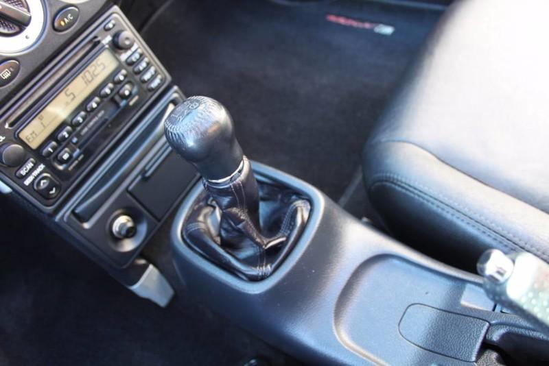 Used-2000-Toyota-MR2-Spyder-LS400