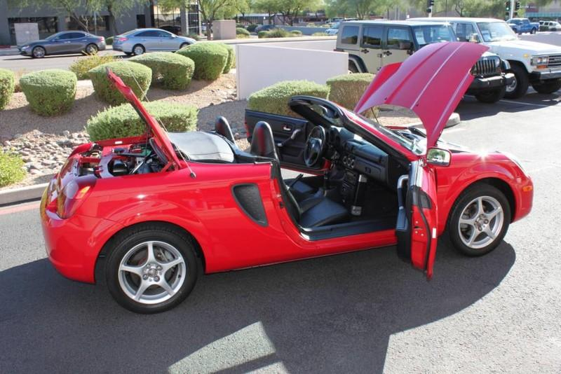 Used-2000-Toyota-MR2-Spyder-Used-car-deals-Lake-County-IL