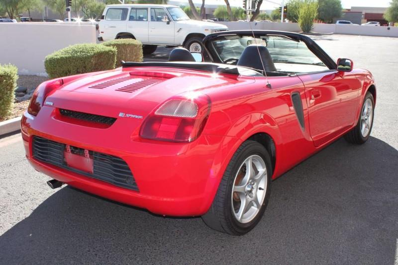 Used-2000-Toyota-MR2-Spyder-Collector