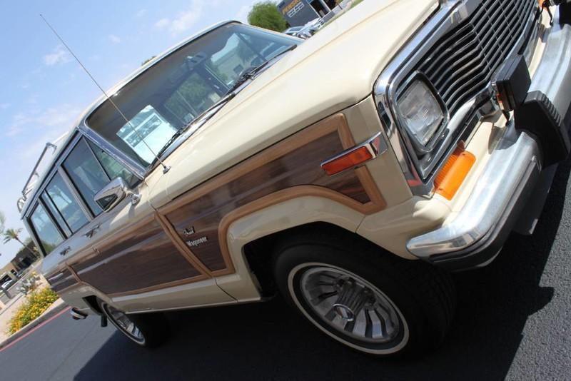 Used-1984-Jeep-Grand-Wagoneer-Limited-4X4-Ferrari