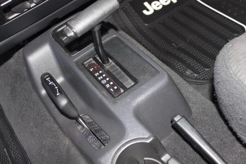 Used-2004-Jeep-Wrangler-Sport-LS400