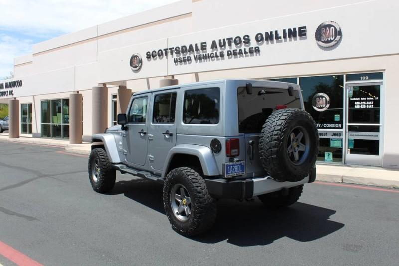 Used-2013-Jeep-Wrangler-Unlimited-Sahara-4X4-Modified-Range-Rover