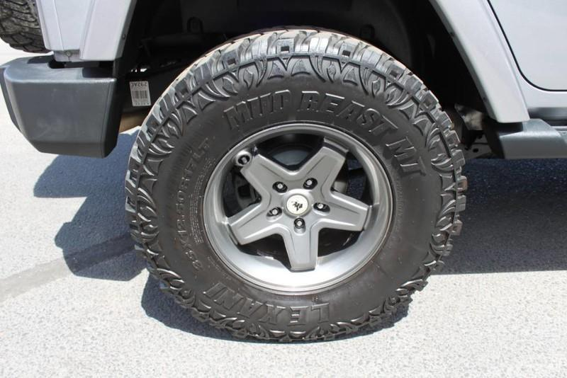 Used-2013-Jeep-Wrangler-Unlimited-Sahara-4X4-Modified-Ford