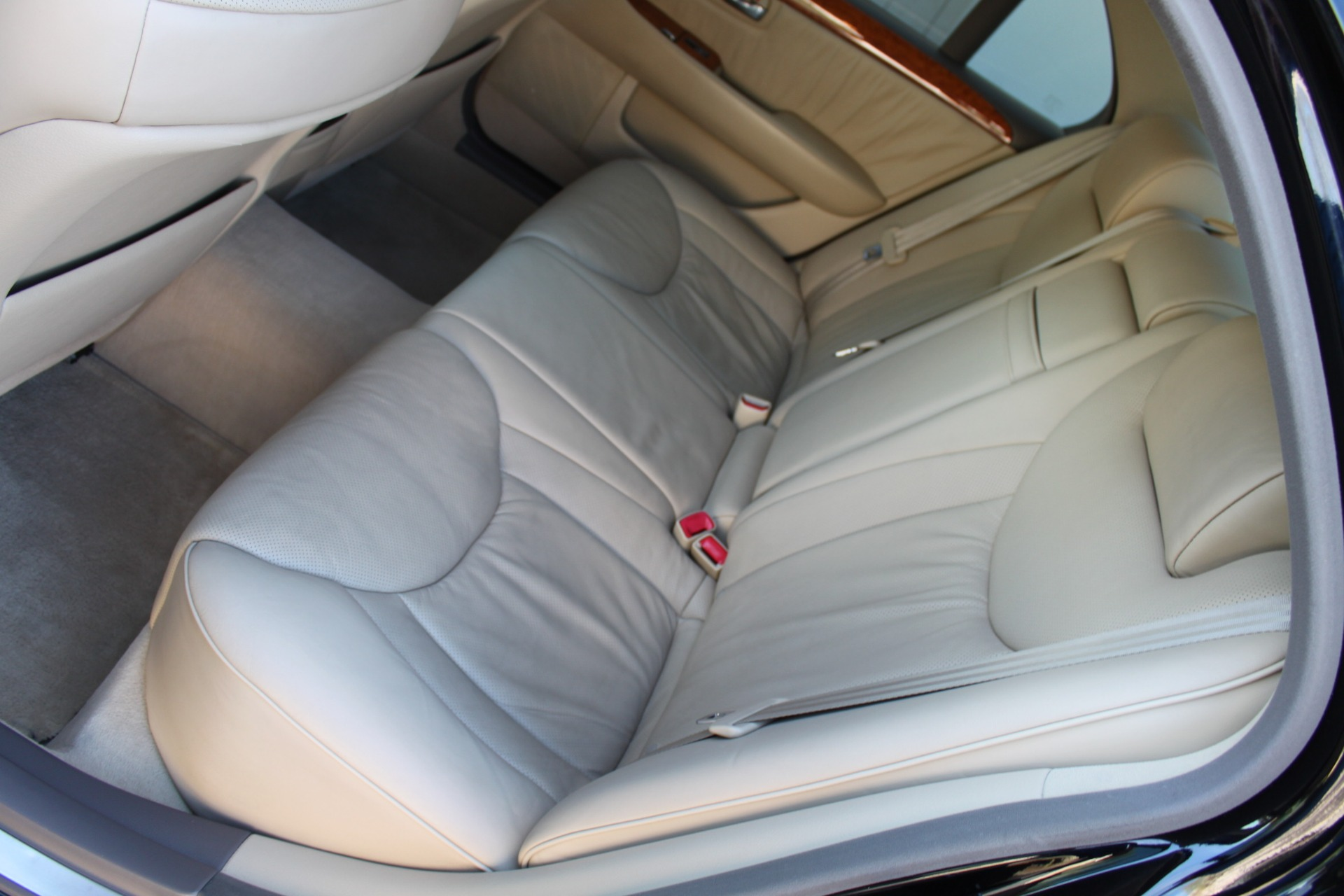 Used-2005-Lexus-LS-430-4X4