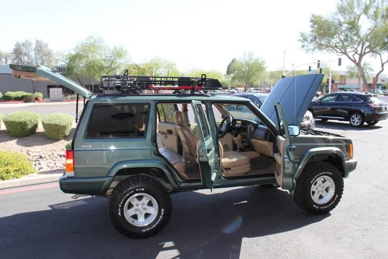 Used-2000-Jeep-Cherokee-Limited-Lamborghini