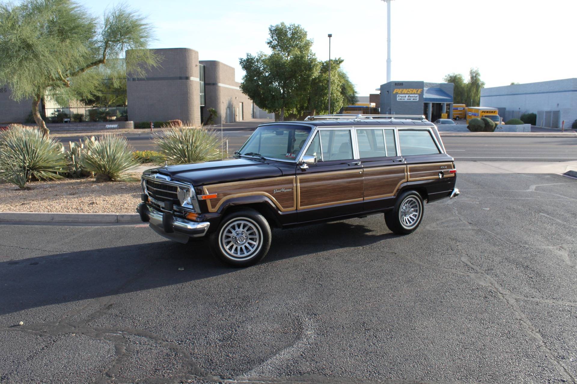 Used-1990-Jeep-Grand-Wagoneer-4X4-Camaro
