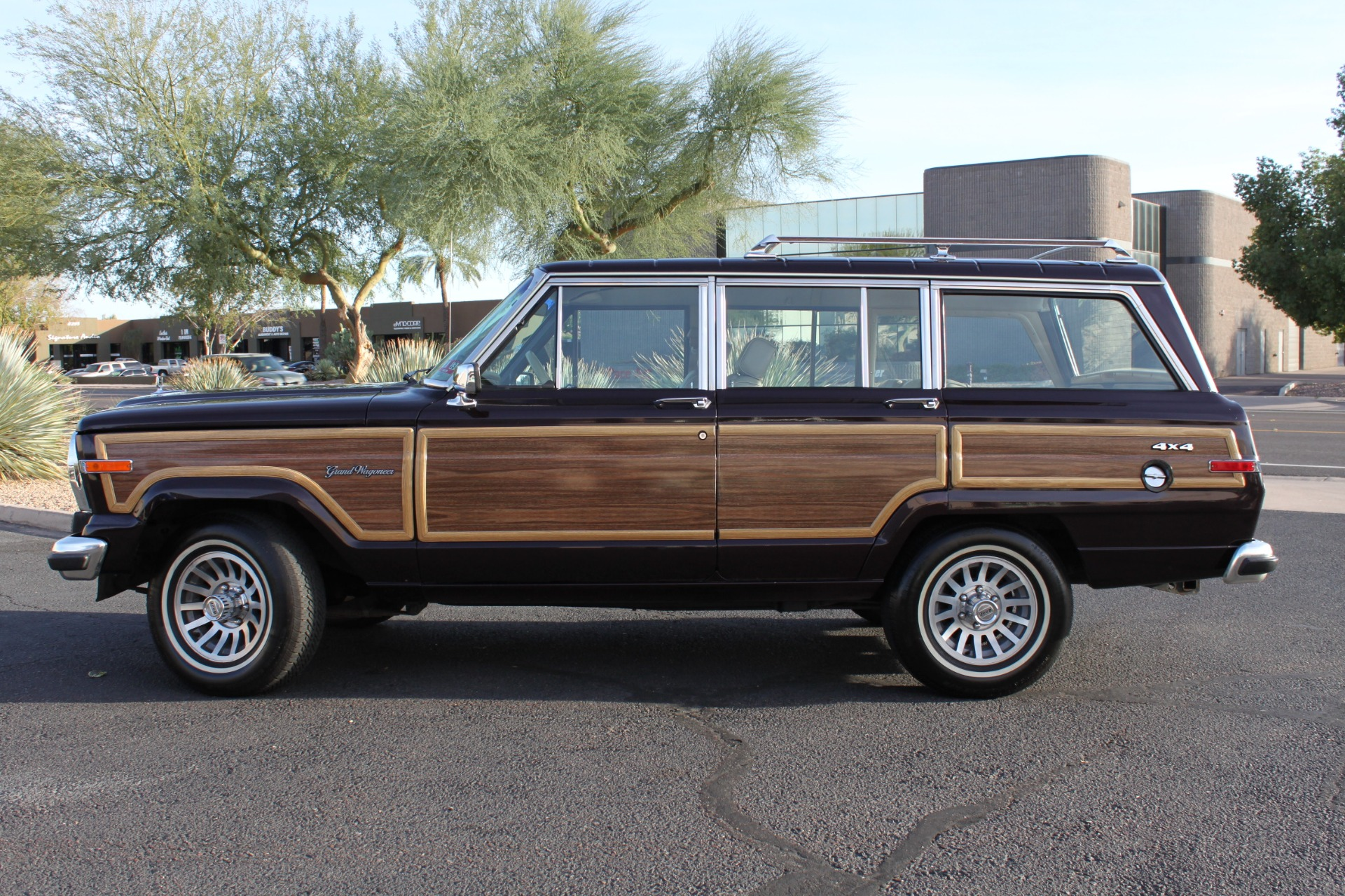 Used-1990-Jeep-Grand-Wagoneer-4X4-Wagoneer