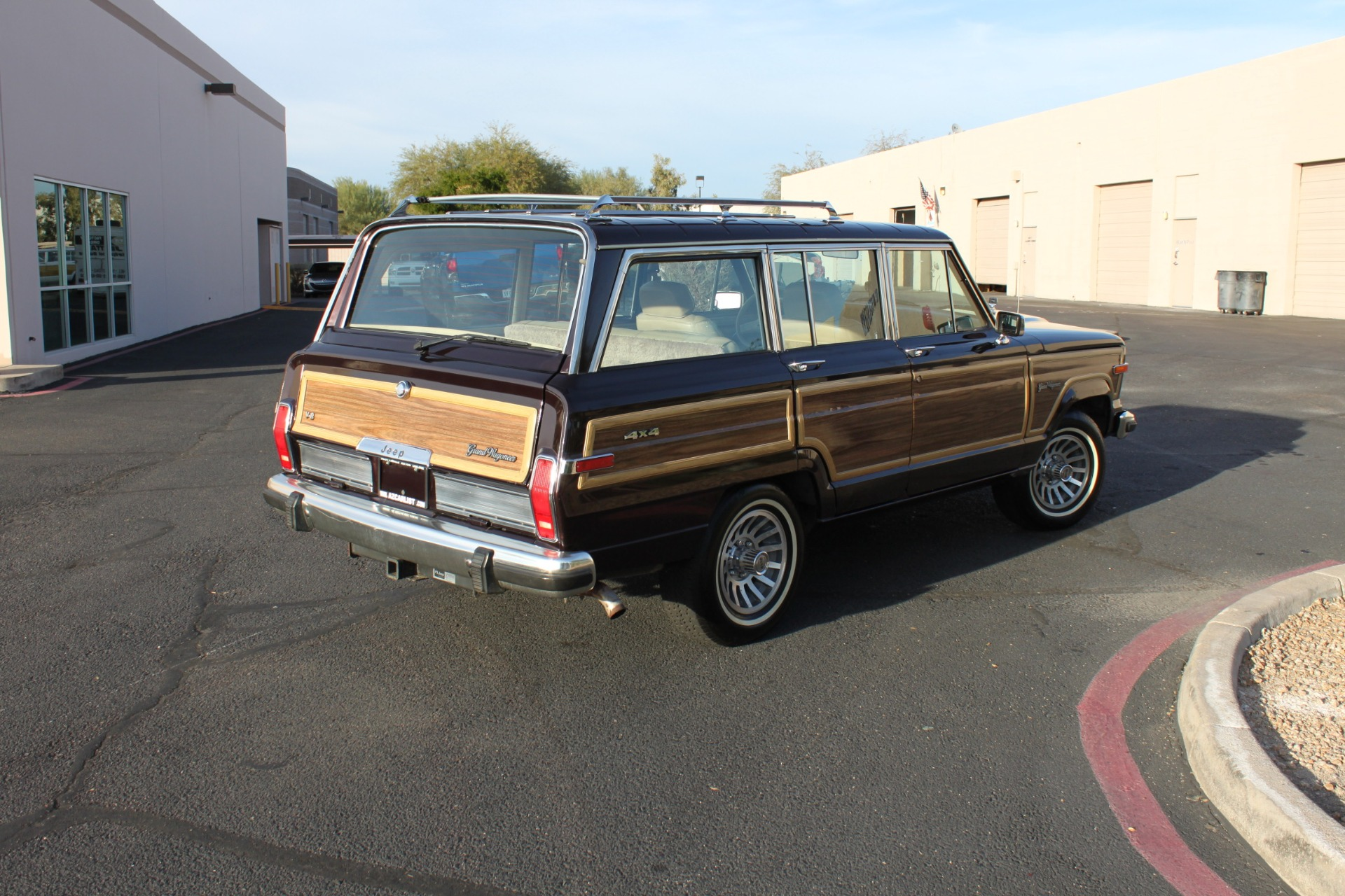 Used-1990-Jeep-Grand-Wagoneer-4X4-Chalenger