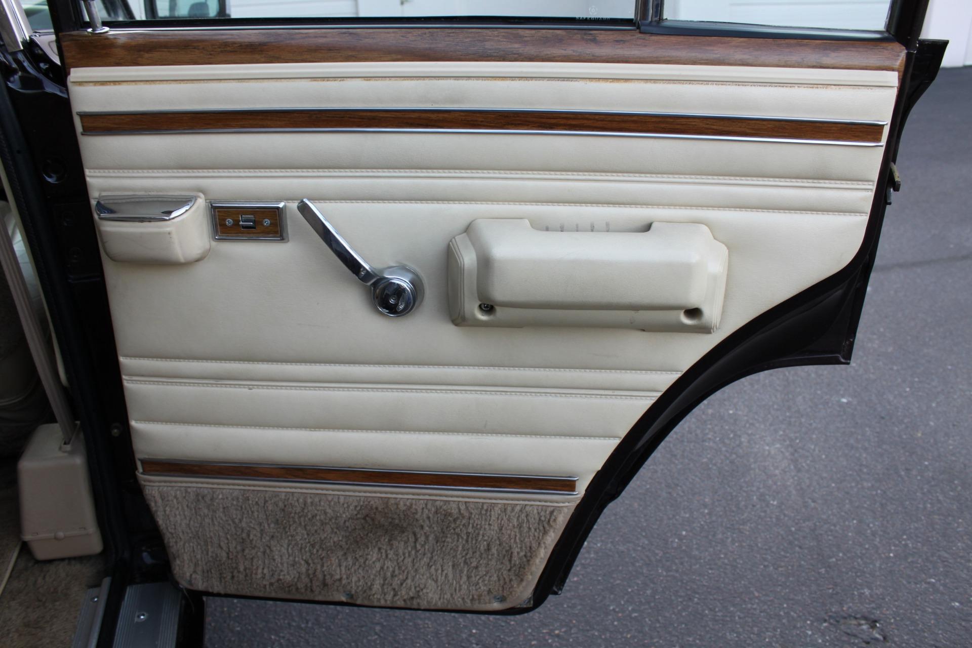 Used-1990-Jeep-Grand-Wagoneer-4X4-Classic