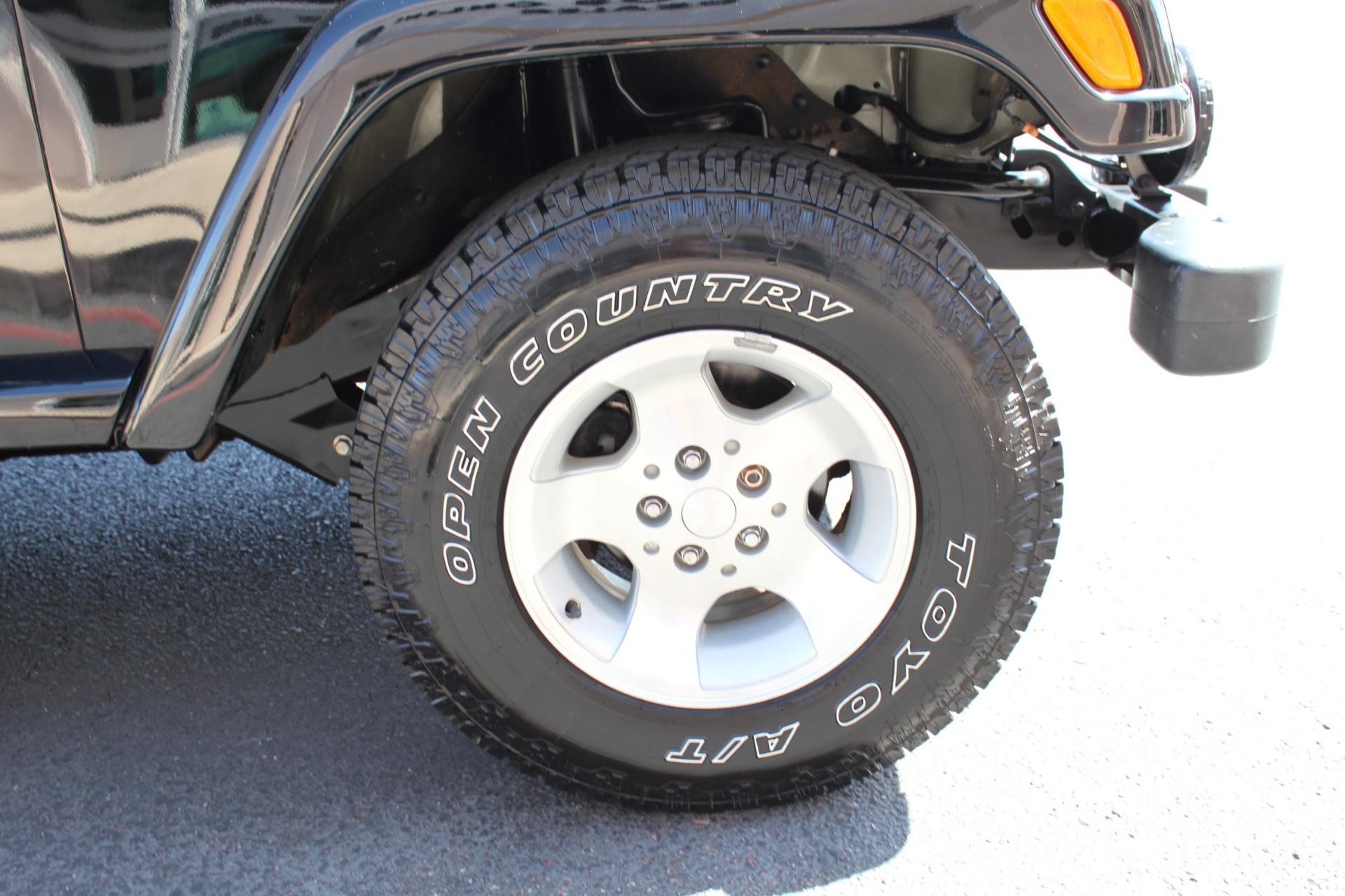 Used-2003-Jeep-Wrangler-Sahara-LS400