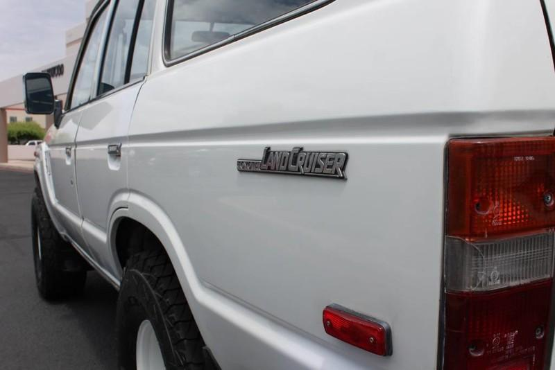 Used-1988-Toyota-Land-Cruiser-4X4-Range-Rover