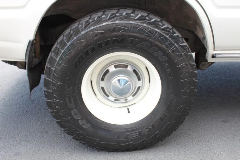 Used-1988-Toyota-Land-Cruiser-4X4-Ferrari