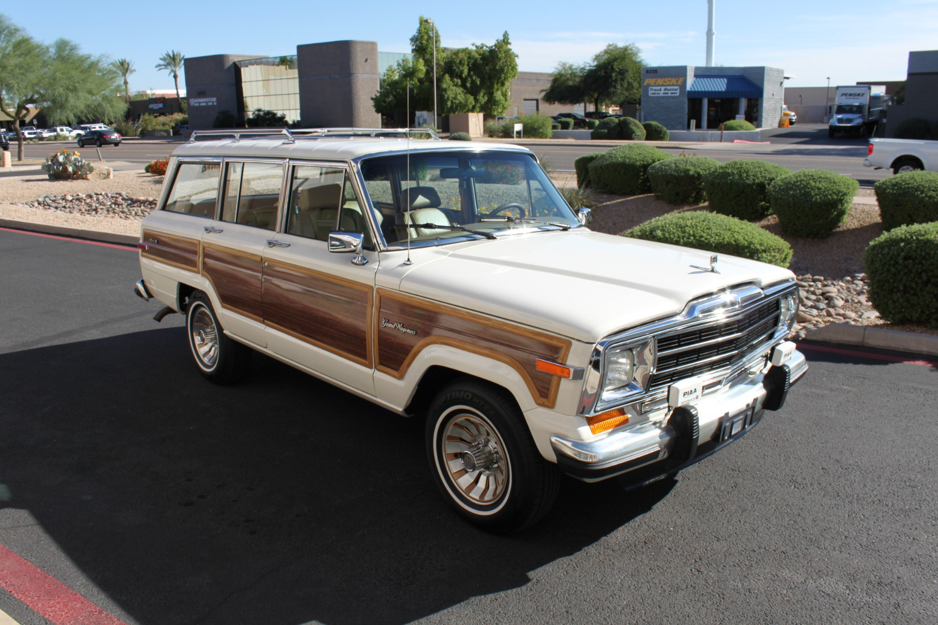 Used-1987-Jeep-Grand-Wagoneer-LS400