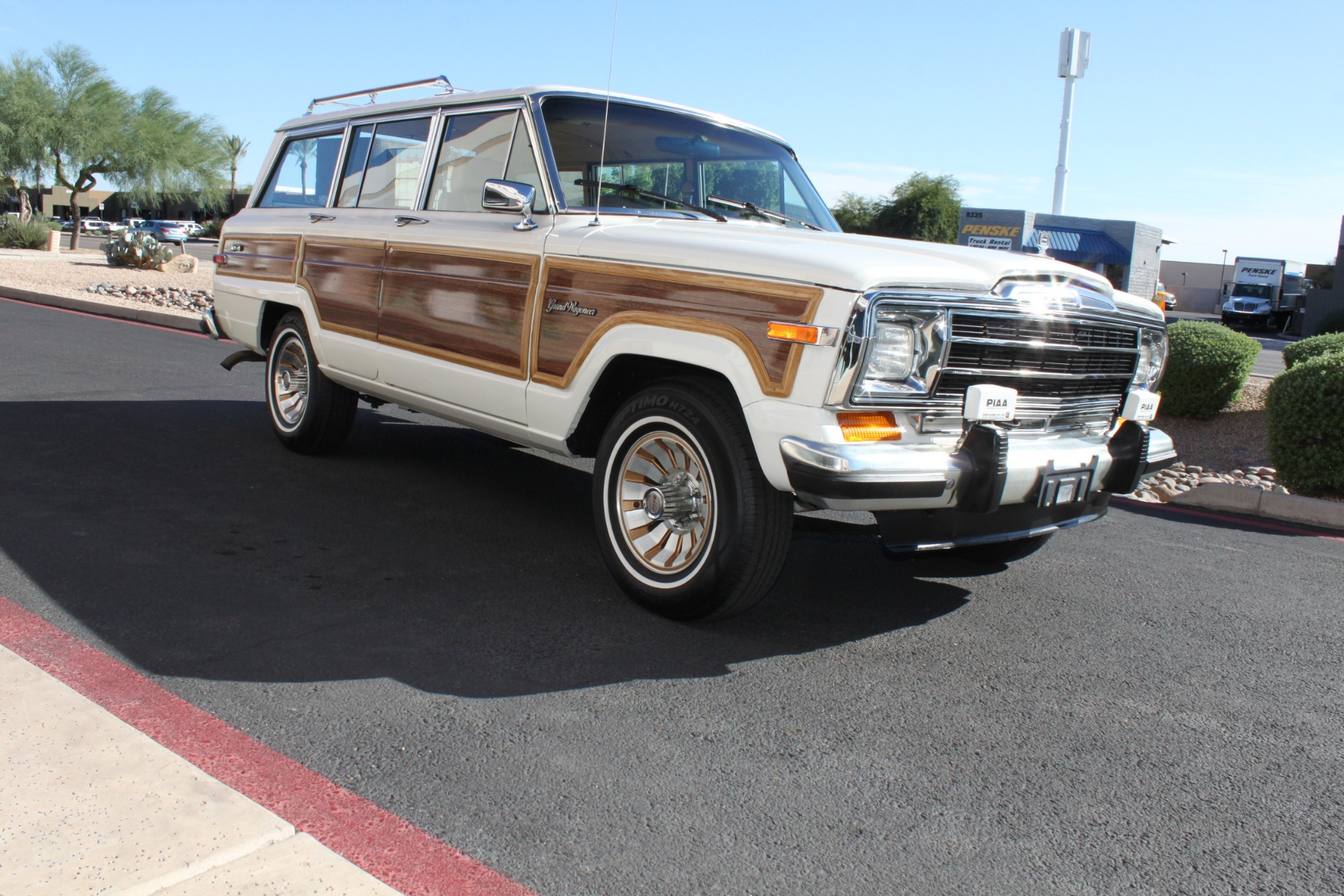 Used-1987-Jeep-Grand-Wagoneer-LS430