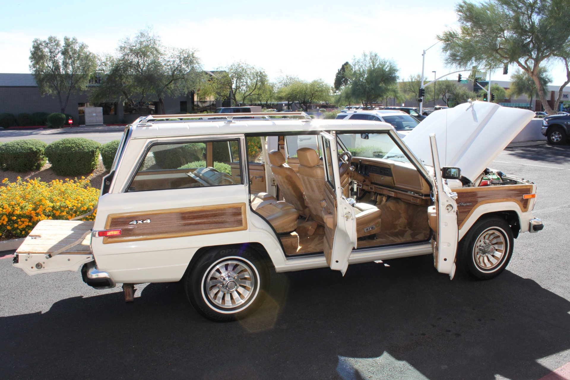 Used-1987-Jeep-Grand-Wagoneer-Jaguar