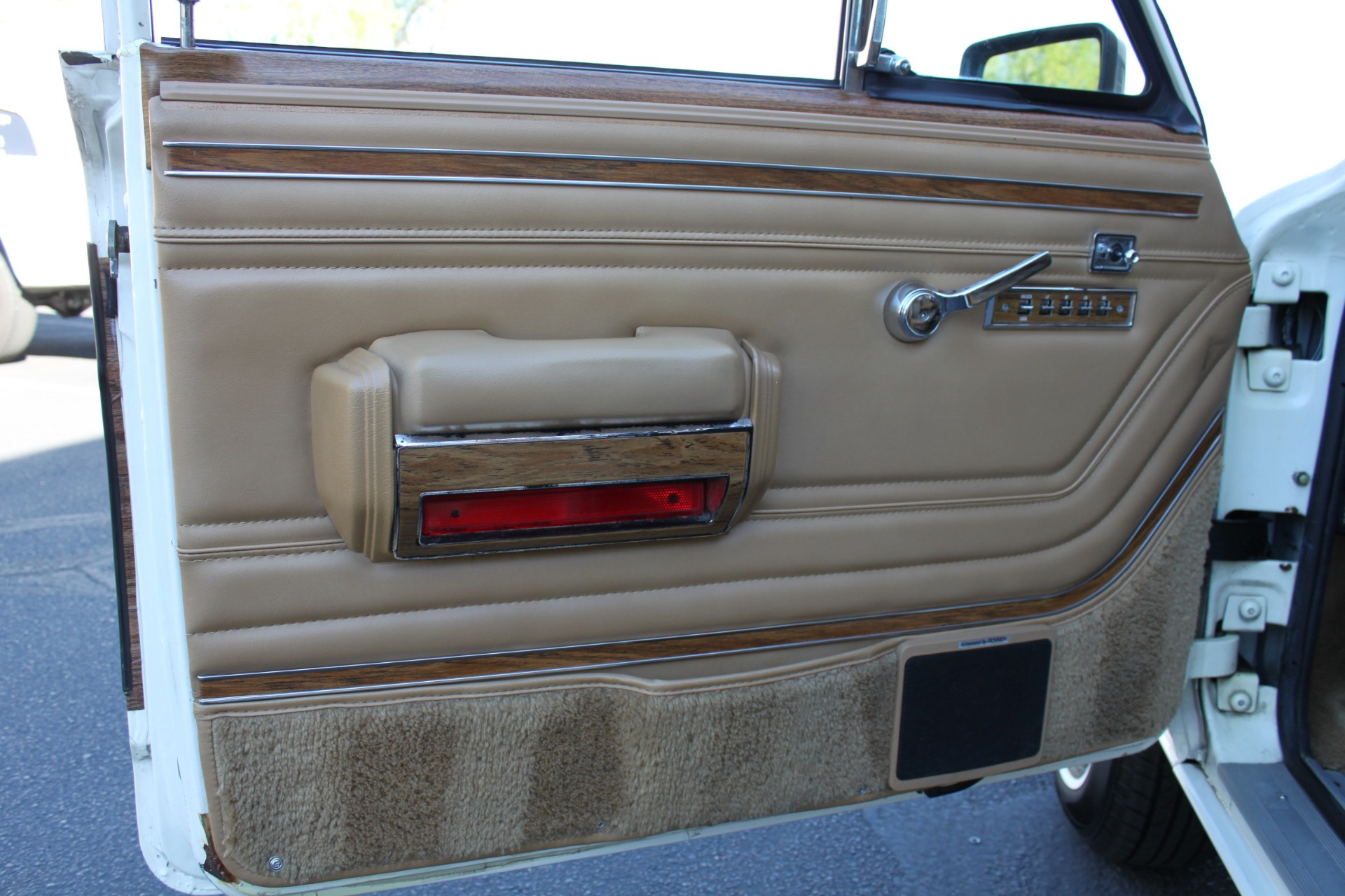 Used-1987-Jeep-Grand-Wagoneer-Lincoln