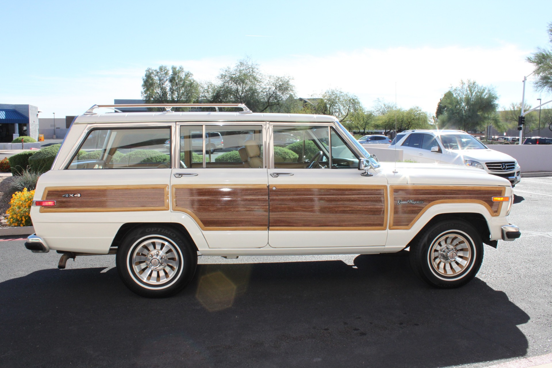 Used-1987-Jeep-Grand-Wagoneer-Collector