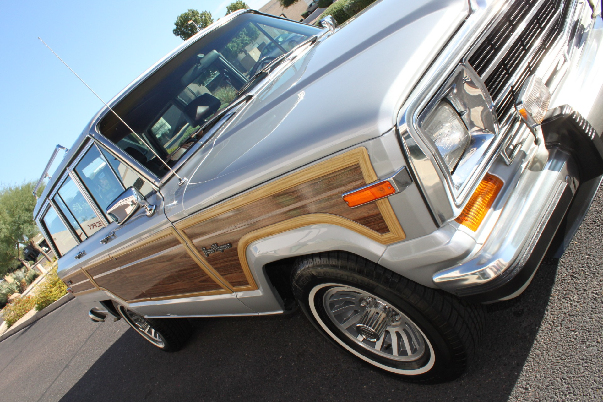 Used-1989-Jeep-Grand-Wagoneer-Grand-Cherokee