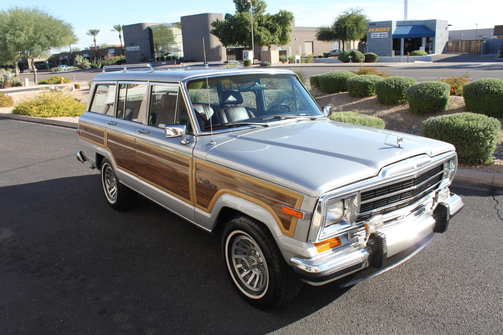 Used-1989-Jeep-Grand-Wagoneer-LS400