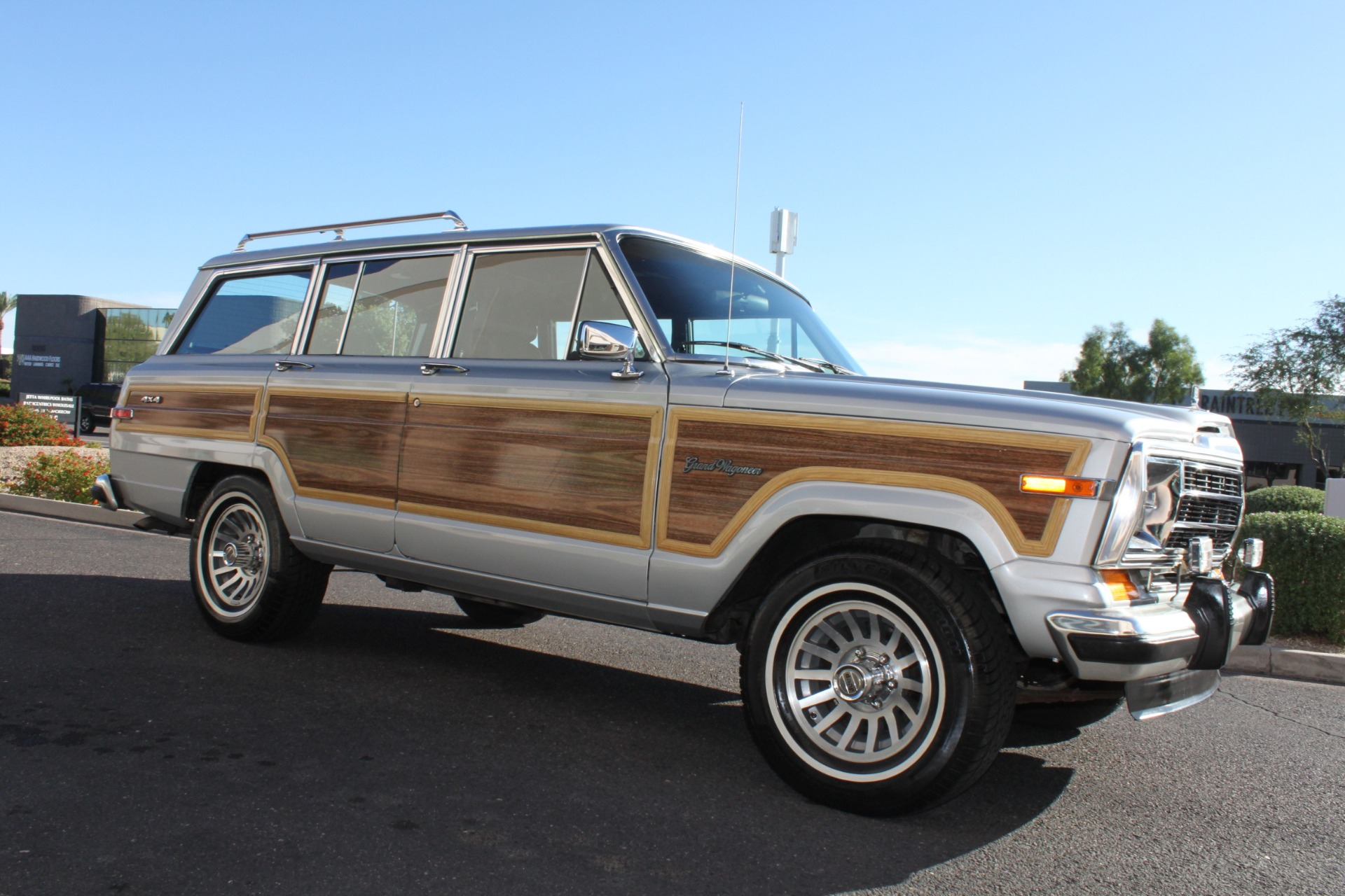Used-1989-Jeep-Grand-Wagoneer-LS430