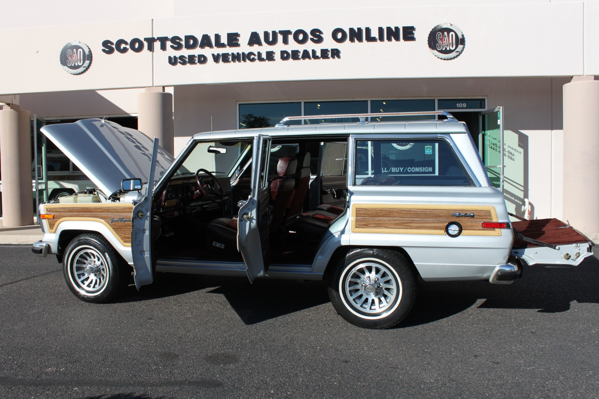 Used-1989-Jeep-Grand-Wagoneer-Jaguar