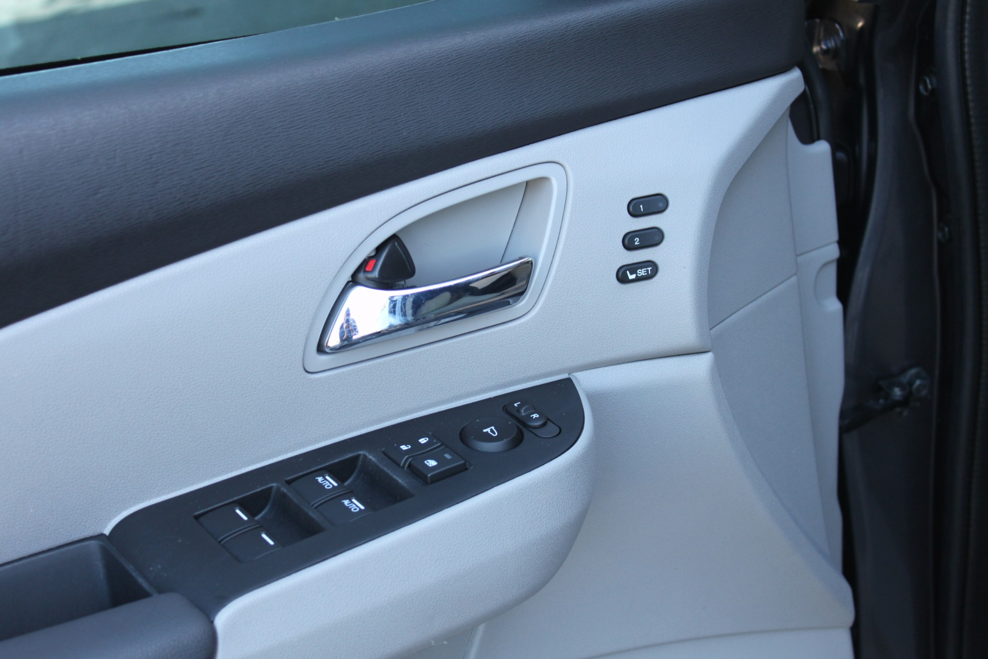 Used-2016-Honda-Odyssey-Touring-Elite-XJ