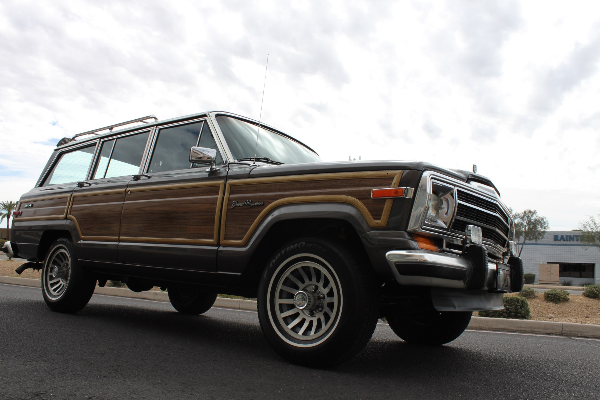 Used-1989-Jeep-Grand-Wagoneer-4X4-Land-Cruiser