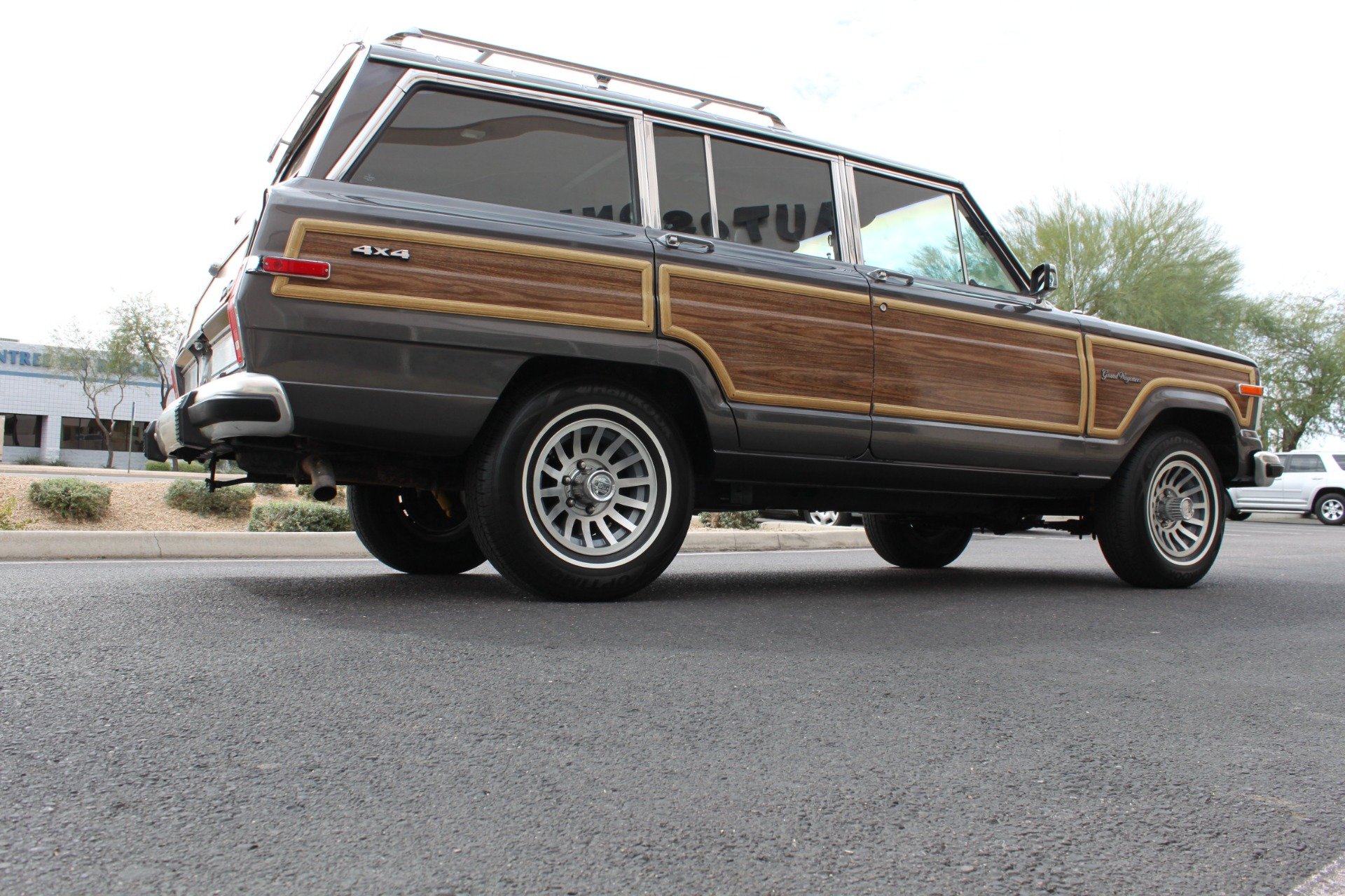 Used-1989-Jeep-Grand-Wagoneer-4X4-Ford