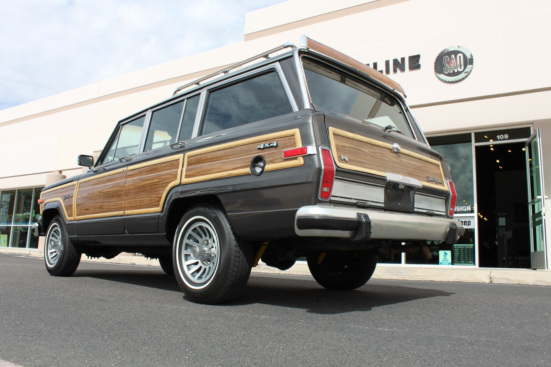 Used-1989-Jeep-Grand-Wagoneer-4X4-Jaguar