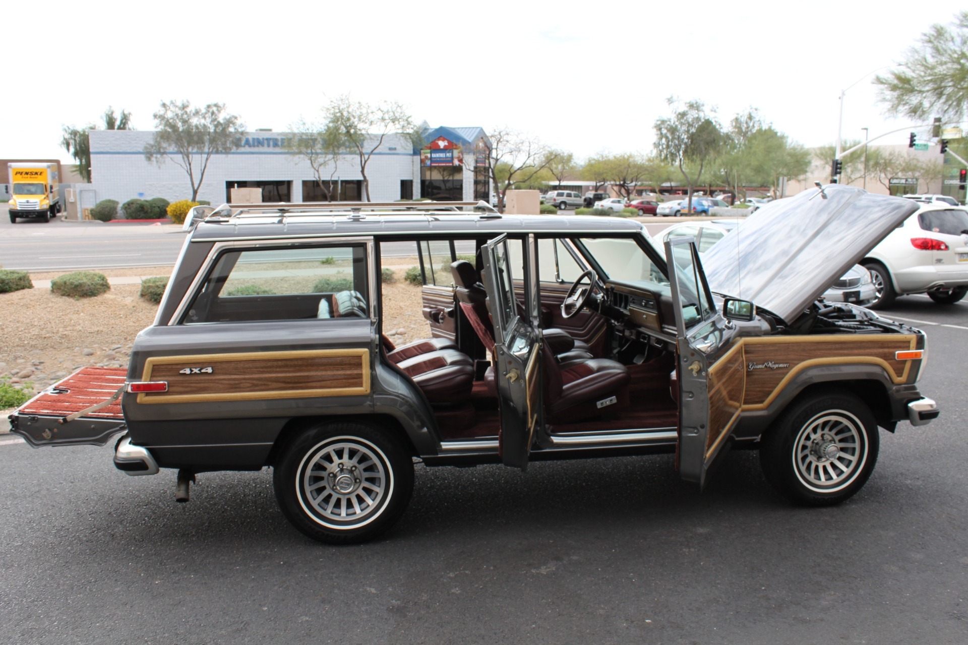 Used-1989-Jeep-Grand-Wagoneer-4X4-Tesla