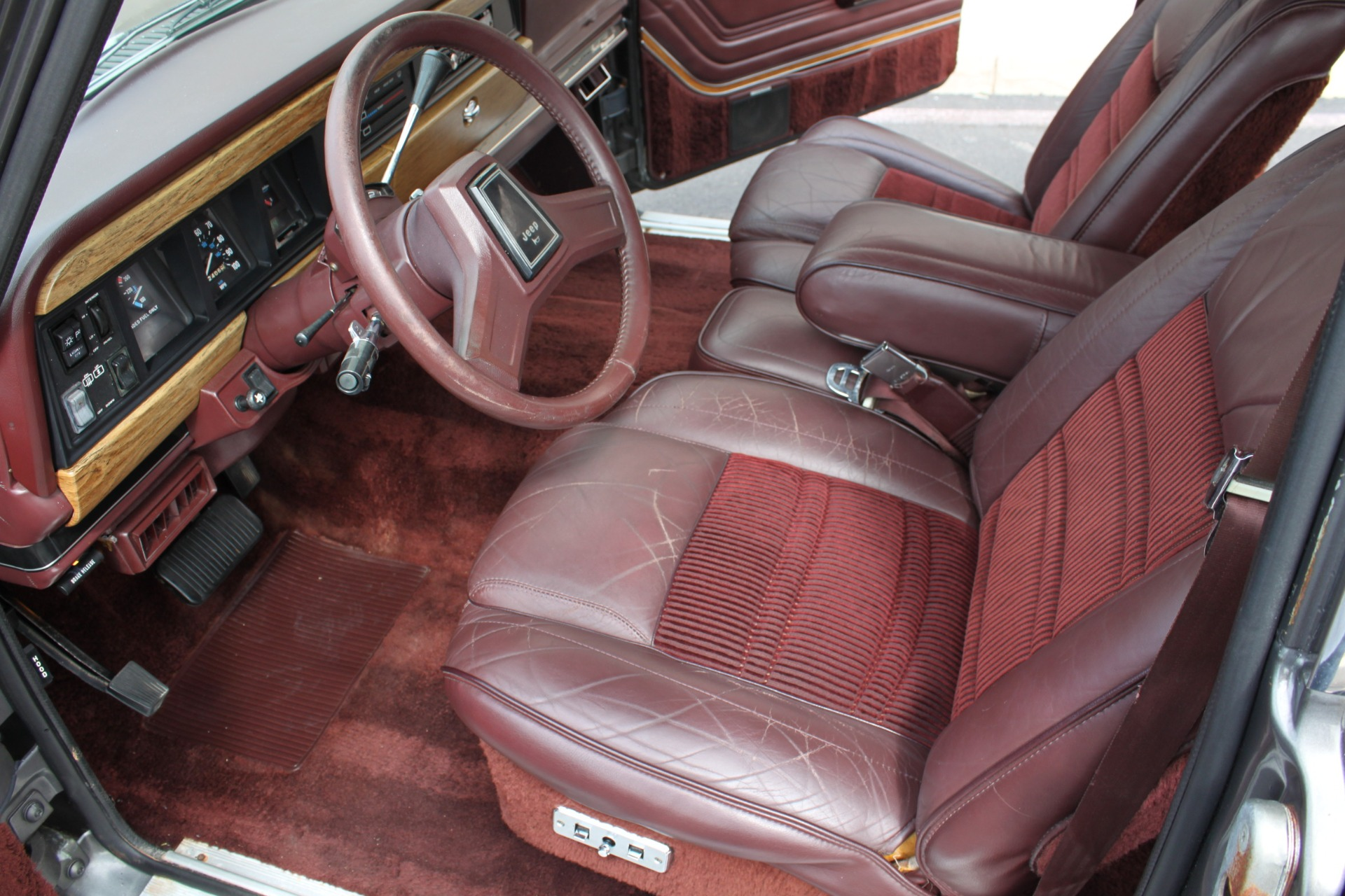Used-1989-Jeep-Grand-Wagoneer-4X4-Collector