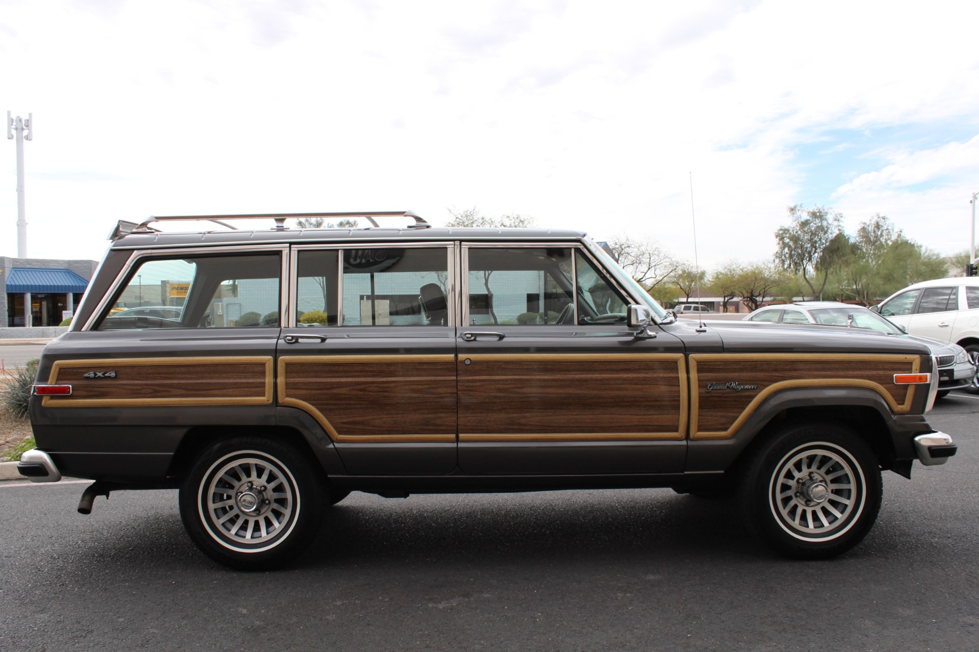 Used-1989-Jeep-Grand-Wagoneer-4X4-Chrysler