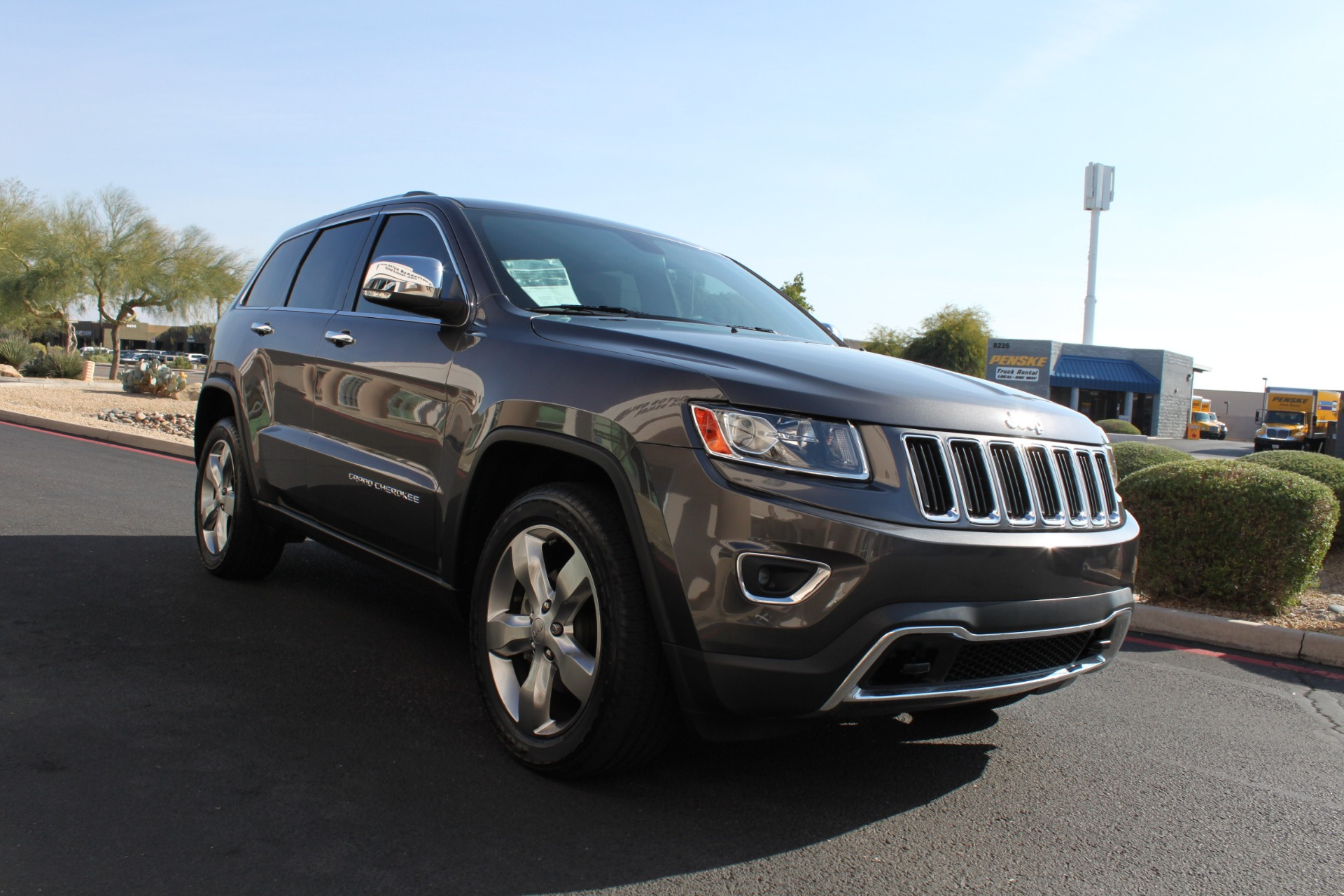 Used-2014-Jeep-Grand-Cherokee-Limited-4X4-Chevelle